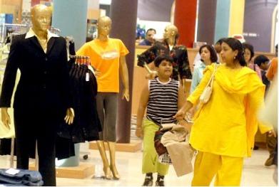 india-retail-shopping